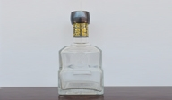 四川嘉艺玻璃为你解答:晶白酒瓶如何选取